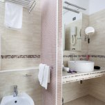 Badezimmer zimmer Rubino Hotel Elios Igea