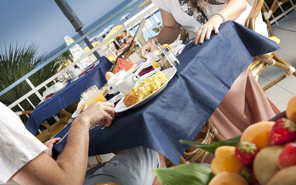 Colazione con vista spiaggia | Hotel Elios