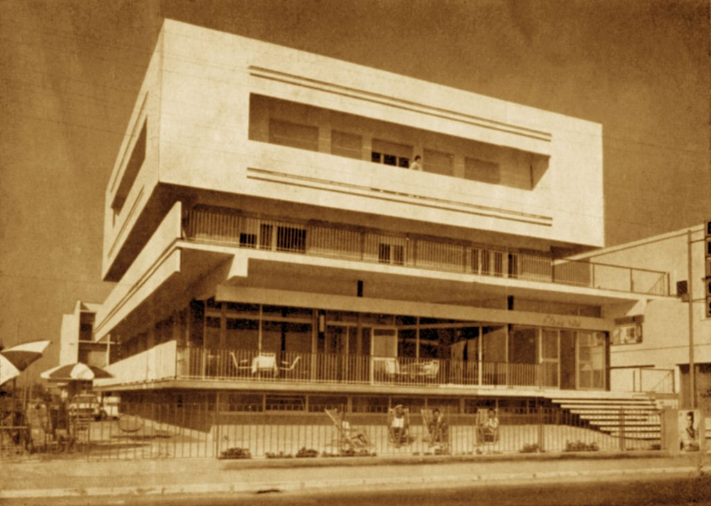 La storia hotel elios bellaria igea marina for Piani di costruzione di storage rv